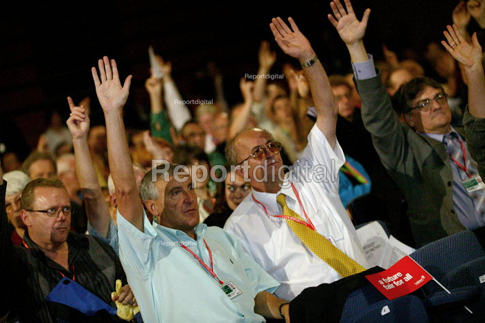 Tony Woodley TGWU and delegation voting at Labour Party conference 2003 - John Harris - 2003-10-02