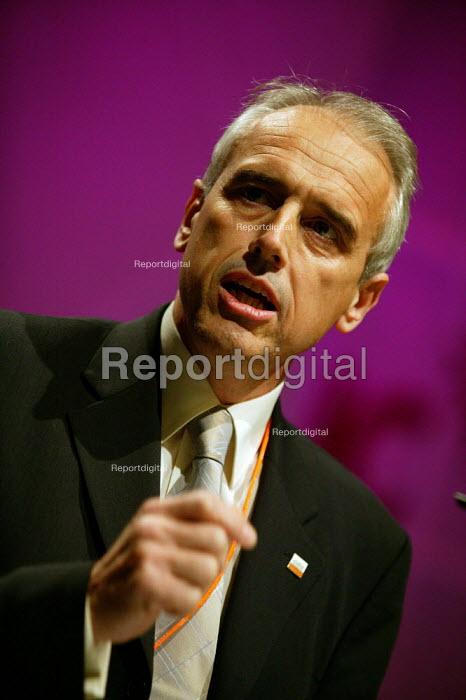 Kevin Curran GMB speaking at TUC Congress 2003 - John Harris - 2003-09-09