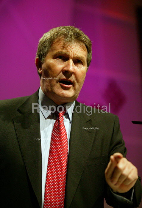 Derek Simpson Amicus speaking at TUC Congress 2003 - John Harris - 2003-09-09