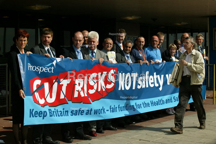 Prospect lobby against cuts in Health and Safety Executive. TUC Congress 2003 - John Harris - 2003-09-09