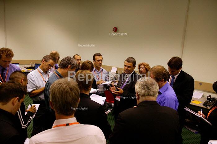 Dave Prentis UNISON briefing the press at TUC Congress 2003 - John Harris - 2003-09-09