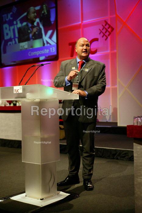 Bob Crow RMT speaking at TUC Congress 2003 - John Harris - 2003-09-10