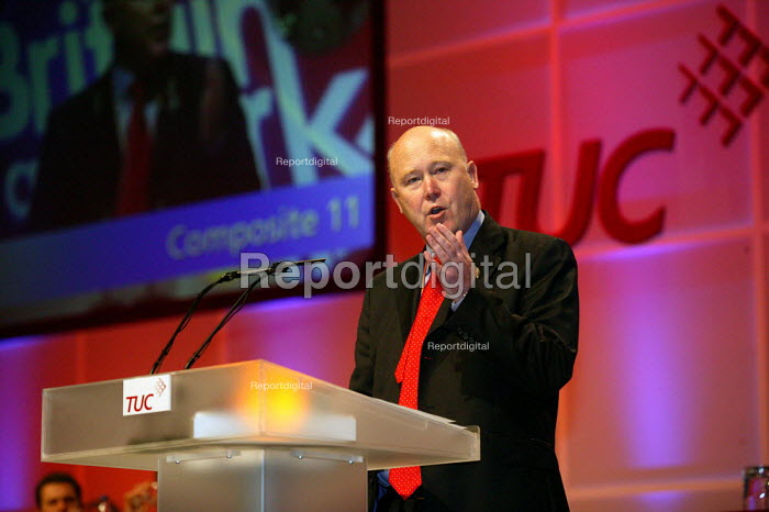 Paul Noon Prospect speaking at TUC Congress 2003 - John Harris - 2003-09-10