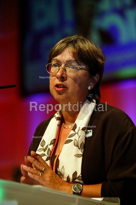 Judy McKnight NAPO speaking at TUC Congress 2003 - John Harris - 2003-09-10