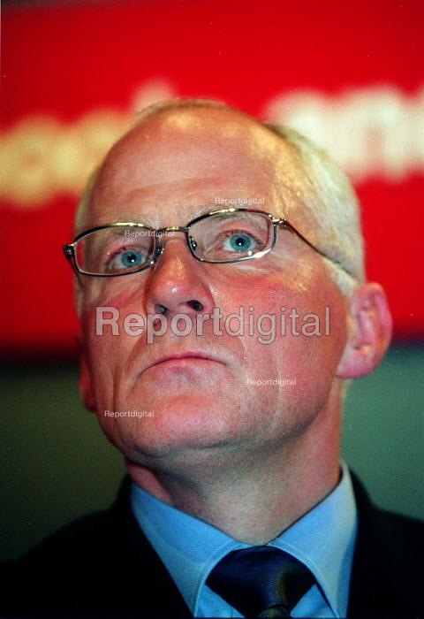 Michael Cashman MEP addressing Labour Party Conference 2003 - John Harris - 2003-10-01