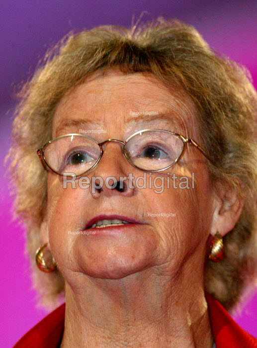 Alice Mahon MP speaking at Labour Party Conference 2004 - John Harris - 2004-09-30
