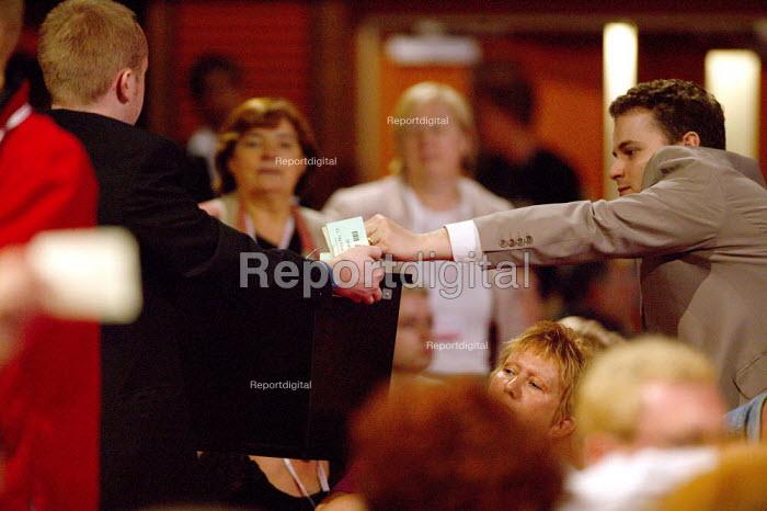Card vote, Labour Party Conference 2004 - John Harris - 2004-09-30