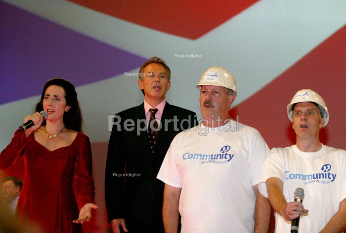 Tony Blair and Community Trades Union choir singing Labour Party Conference 2004 - John Harris - 2004-09-30