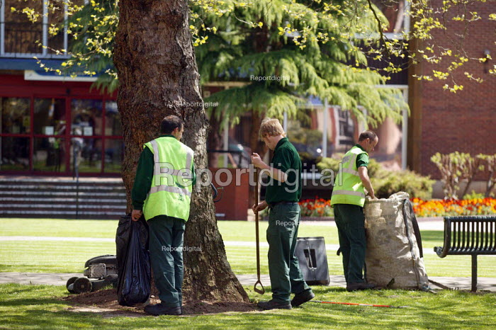 Gardeners from Coventry Parks Services maintaining public park. - John Harris - 2006-05-05