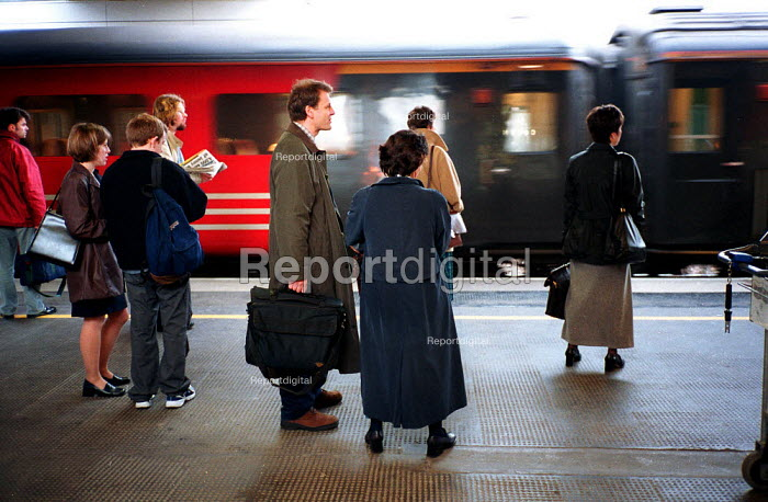 Passengers on railway station platform as a Virgin train arrives. Coventry - John Harris - 2000-04-19