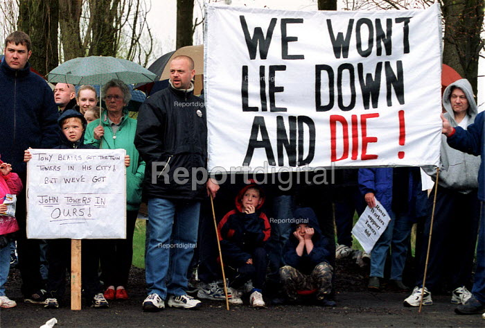 Rover workers and their families at a demonstration by AEEU, TGWU, MSF, and GMB trades union in support of the Phoenix Towers bid to buy Rover which it is hoped would lead to less redundancies. Longbridge Birmingham. - John Harris - 2000-04-26