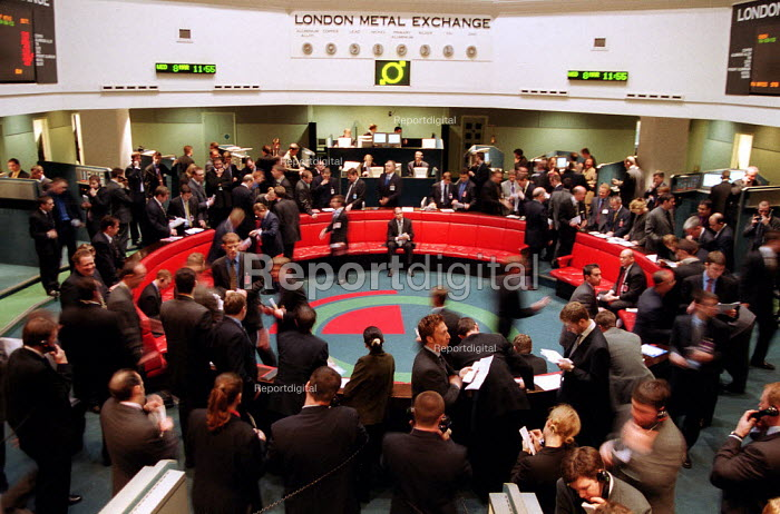 Traders at London Metal Exchange in the City of London. - John Harris - 2000-05-03