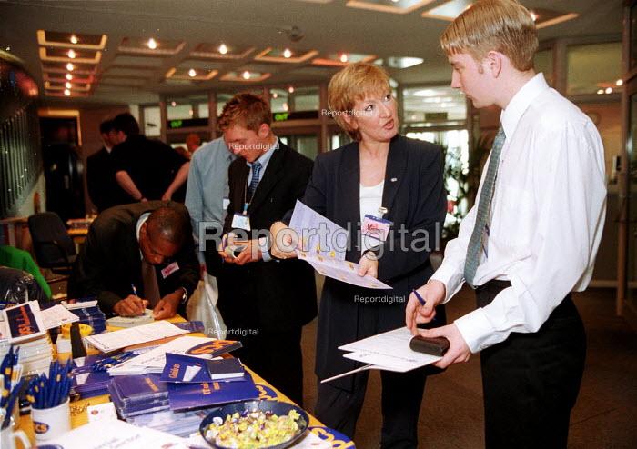 PCS union organisers recruiting workers at EDI Telford, Inland Revenue office. - John Harris - 2000-05-25