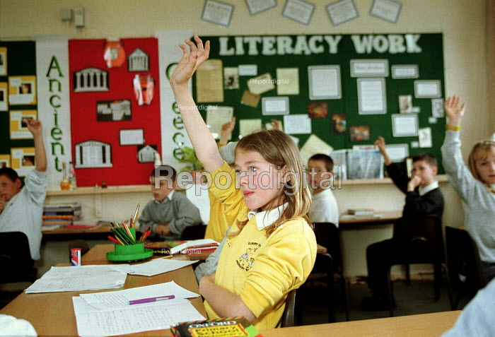Pupil answering question in class at Primary School. - John Harris - 2000-06-09