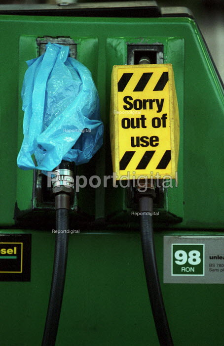 Empty Petrol pump - sorry out of use - on a petrol station forecourt during fuel shortage crisis due to blockades in protest at high fuel prices and fuel tax. - John Harris - 2000-09-13
