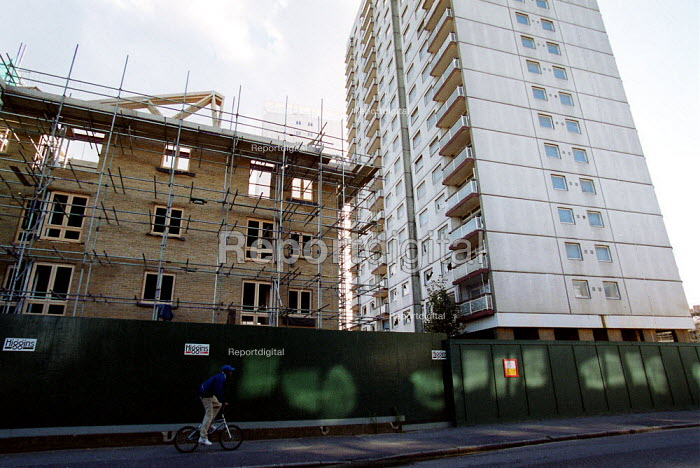 Demolition of high rise and building of new low rise housing in area of redevelopment, Hackney London. - John Harris - 2000-10-18