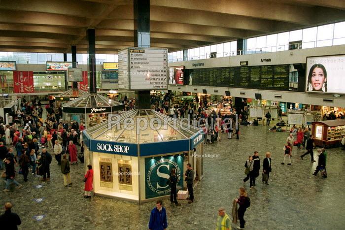 Passengers on Euston railway station concourse. - John Harris - 2000-10-20