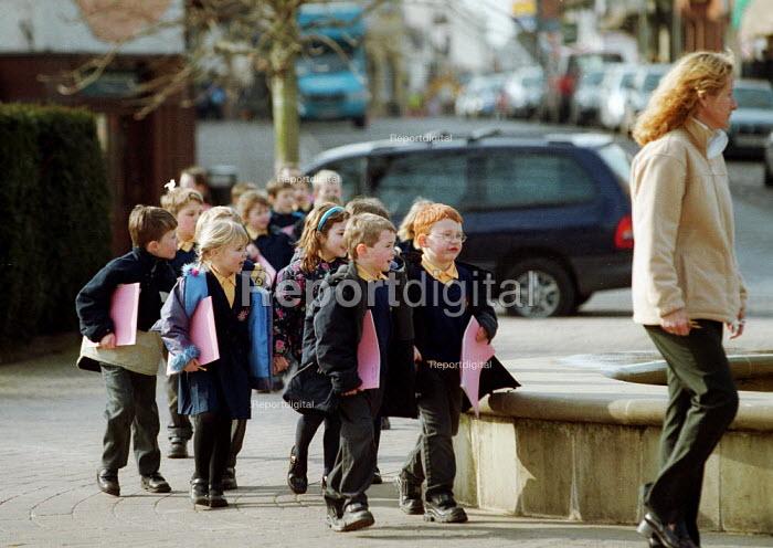 Teacher leading a group of young schoolchildren on a walk to sketch. - John Harris - 2001-03-06