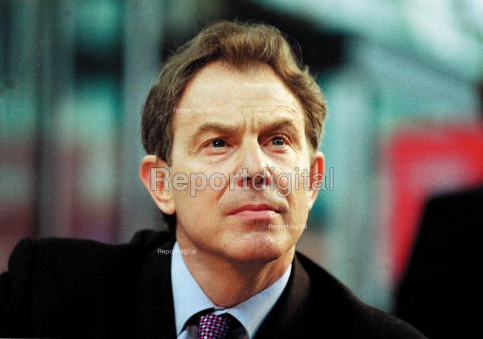 Prime minister Tony Blair MP Labour Party general election campaign. - John Harris - 2001-05-10