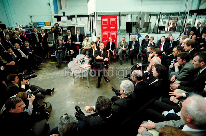Prime minister Tony Blair MP Labour Party general election campaign question and answer with businessmen and business women at Warwick Manufacturing Group. - John Harris - 2001-05-10