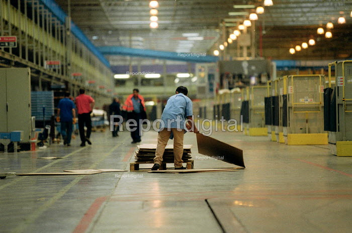 Post Office worker moving cardboard boxes. Post Office Parcel Force Royal Mail Coventry Hub distribution. - John Harris - 2001-05-10