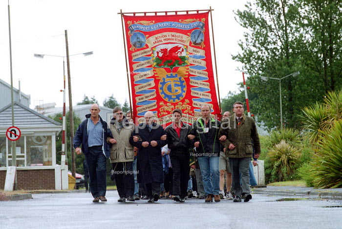 Steelworkers marching out of Corus Steelworks Bryngwyn South Wales with dignity on the day that it closed. - John Harris - 2001-06-15