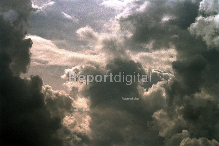 Stormy sky with clouds. - John Harris - 2001-08-07