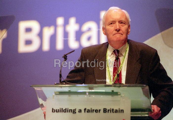 Tony Benn MP addressing Labour Party Conference 2001 - John Harris - 2001-10-01