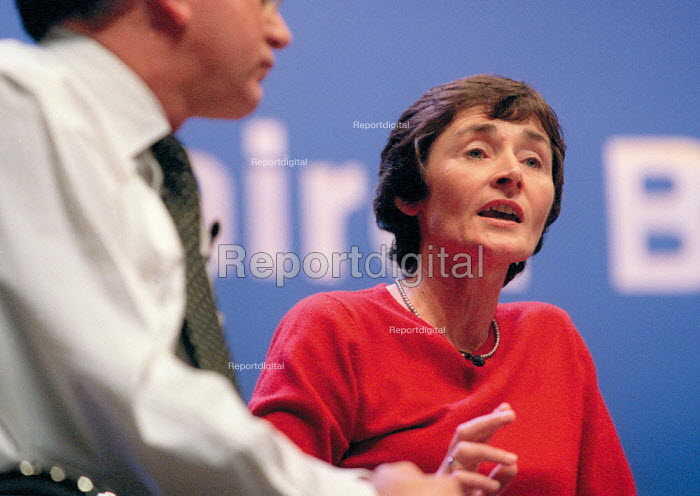 Estelle Morris MP addressing Labour Party Conference 2001 question and answer session - John Harris - 2001-10-01