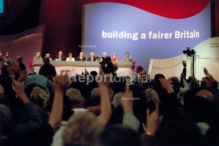 Voting at Labour Party Conference 2001 - John Harris - 2001-10-02