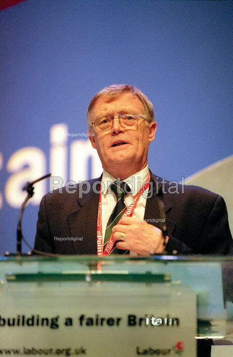 Vernon Hince RMT addressing Labour Party Conference 2001 - John Harris - 2001-10-01