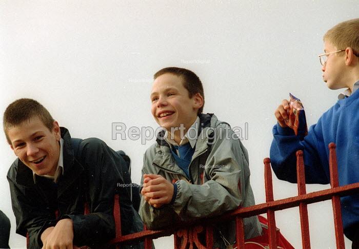 Schoolboys laughing. Secondary School South Wales. - John Harris - 2001-10-30