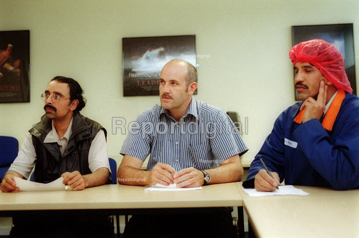 Works convener and management meeting. British Bakeries, Birmingham - John Harris - 2002-08-27