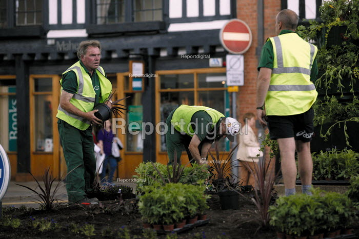 Gardeners planting in a traffic roundabout. - John Harris - 2003-06-10