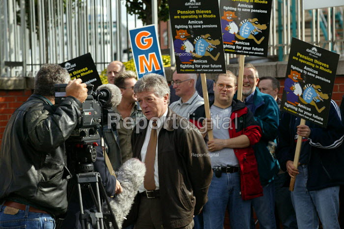 Roger Jeary Amicus MSF being interviewed by TV journalist. Striking workers outside the French owned Rhodia factory gates at Oldbury. This is the first time British industrial workers have taken strike action to defend a pension scheme. - John Harris - 2003-07-18