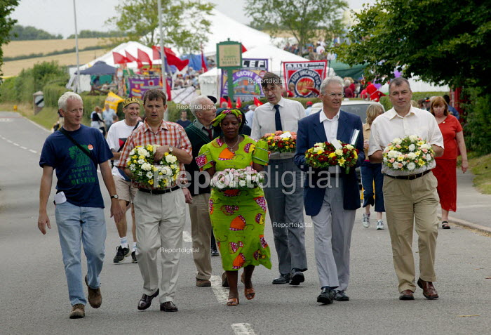 Gertrude Hambira GAPWU of Zimbabwe Gen Sec, Nigel de Gruchy TUC President, and Brendan Barber TUC Gen Sec laying a wreath on the grave of James Hammett. Tolpuddle Martyrs Festival Dorset. - John Harris - 2003-07-20