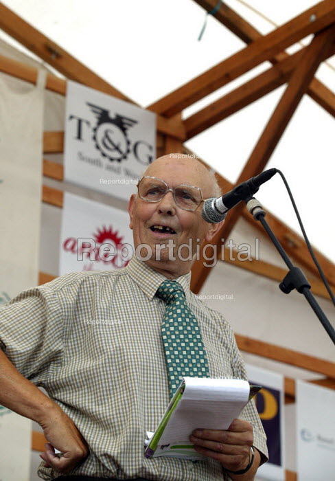 Oliver Trevett TGWU Agricultural Union speaking at the Tolpuddle Martyrs Festival Dorset. - John Harris - 2003-07-20