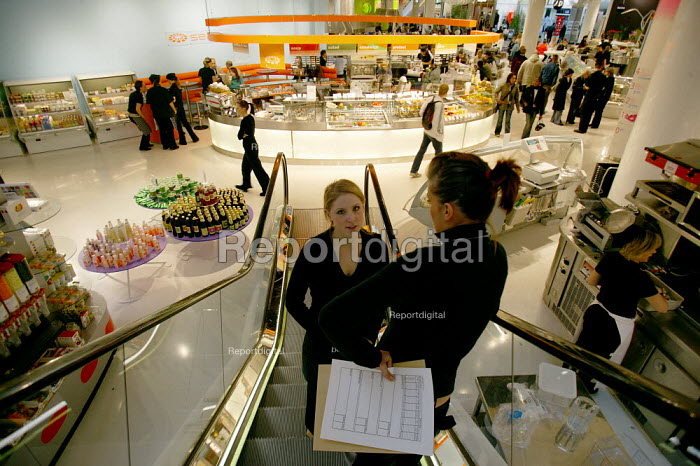 Shopworkers in the new Selfridges department store, The Bull Ring Birmingham City centre. Food hall. - John Harris - 2003-10-21