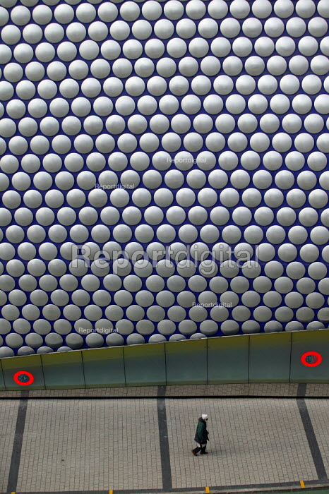 The new Selfridges department store, The Bull Ring Birmingham City centre. Designed by architects Future Systems it is covered in a windowless blue skin, dotted with 15,000 aluminium discs. The organic, flowing shape resembles a giant boobtube, covered with fish scales glinting in the light. The principal architects were Jan Kaplicky and Amanda Levete. - John Harris - 2003-10-21