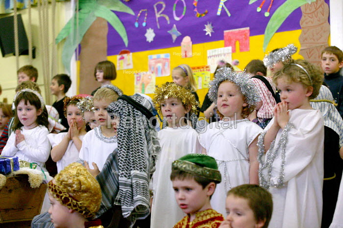 Infants School reception class acting in a Christmas Nativity play. - John Harris - 2003-12-17
