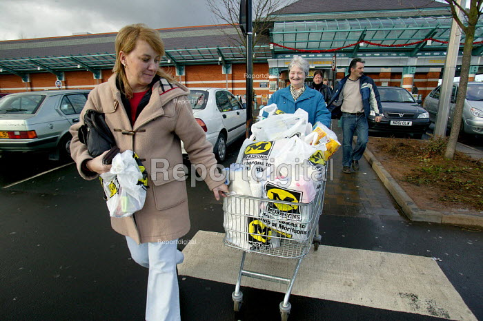 Shoppers at Morrisons Supermarket taking the trolly to the car park - John Harris - 2004-01-09