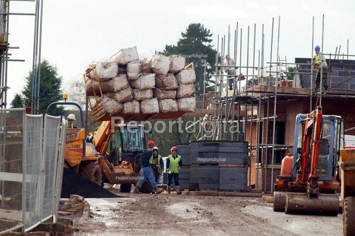 Building new town houses on greenbelt land, Warwickshire - John Harris - 2004-02-06