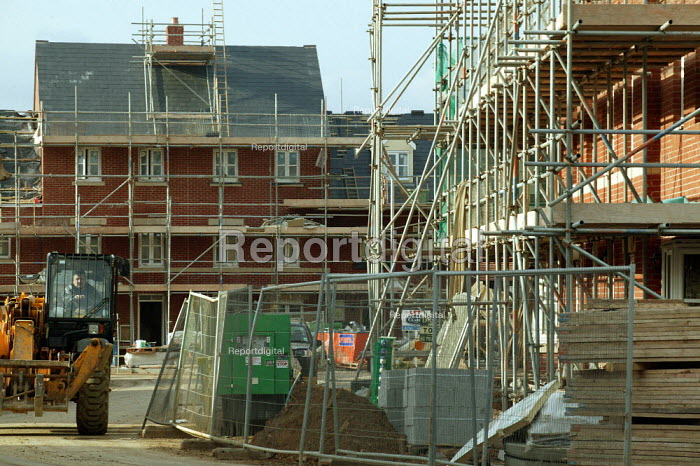 Construction of houses on a high density new estate on the edge of town. Stratford on Avon. - John Harris - 2004-02-26