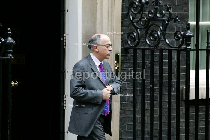 David Hill Prime Minister's Director of Communications leaving 10 Downing Street, London. Budget Day - John Harris - 2004-03-17