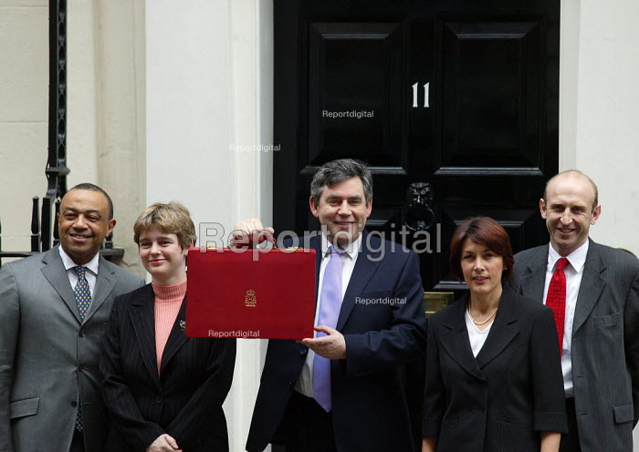 Paul Boateng, Ruth Kelly, The Chancellor of the Exchequer Gordon Brown with the Red box containing his budget speech, Dawn Primarolo and John Healy at 11 Downing Street, London. - John Harris - 2004-03-17