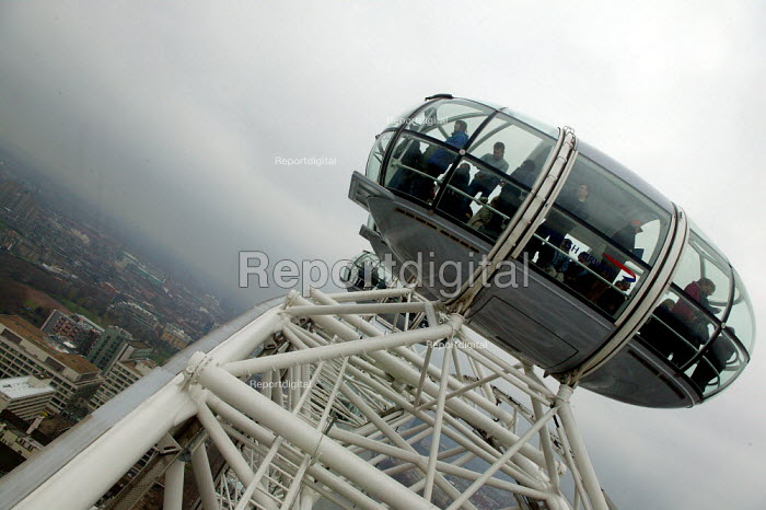 London Eye capsule. - John Harris - 2004-03-26