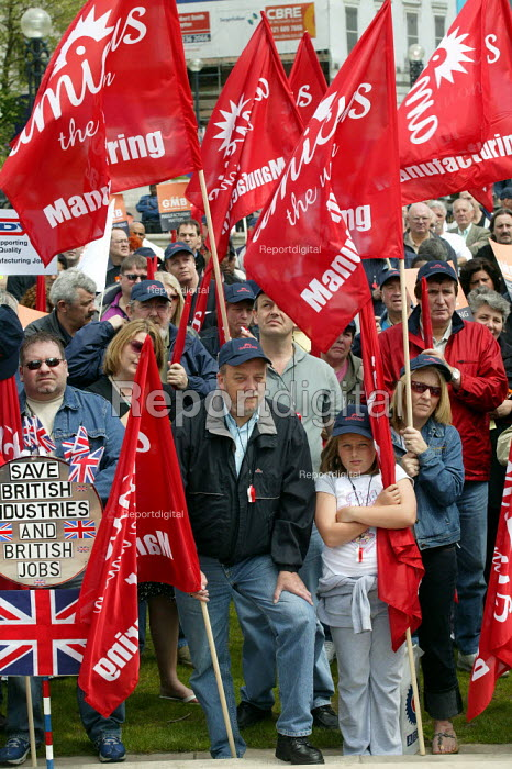Trades union march & rally for Manufacturing jobs. Birmingham. Organised by Amicus, TGWU and GMB. - John Harris - 2004-05-22