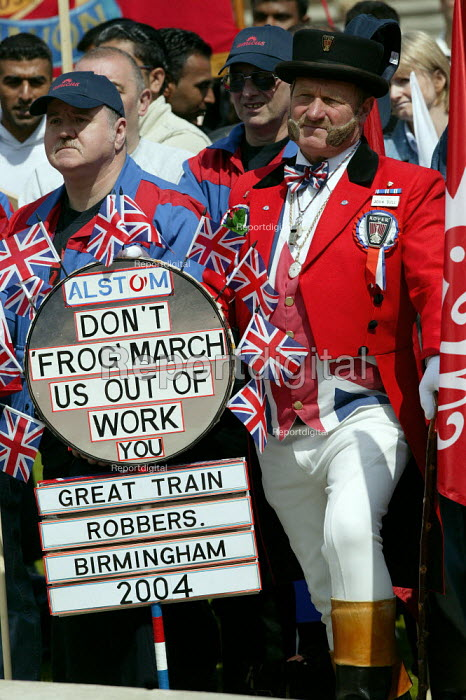 John Bull with Alstom workers. Trades union march & rally for Manufacturing jobs. Birmingham. Organised by Amicus, TGWU and GMB. - John Harris - 2004-05-22