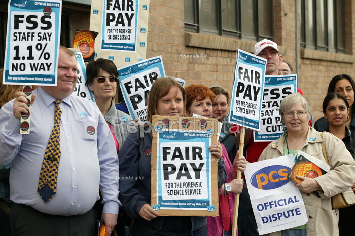 FSS staff (Forensic Science Service) on strike over pay, Prospect and PCS members. - John Harris - 2004-06-09