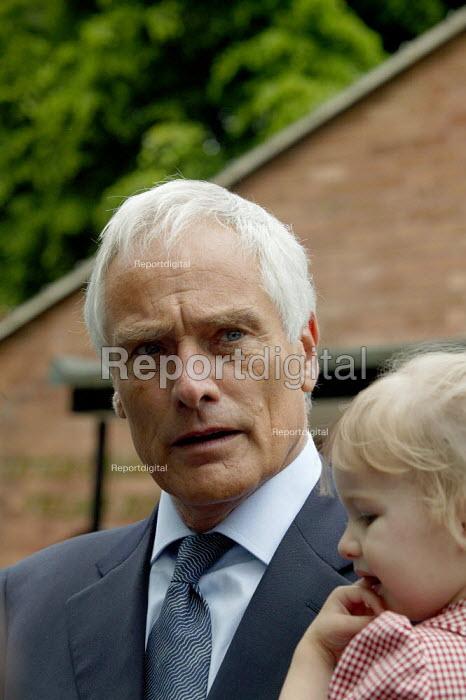 Robert Kilroy-Silk UKIP (UK Independence Party) with grandaughter Seraphina. - John Harris - 2004-06-10